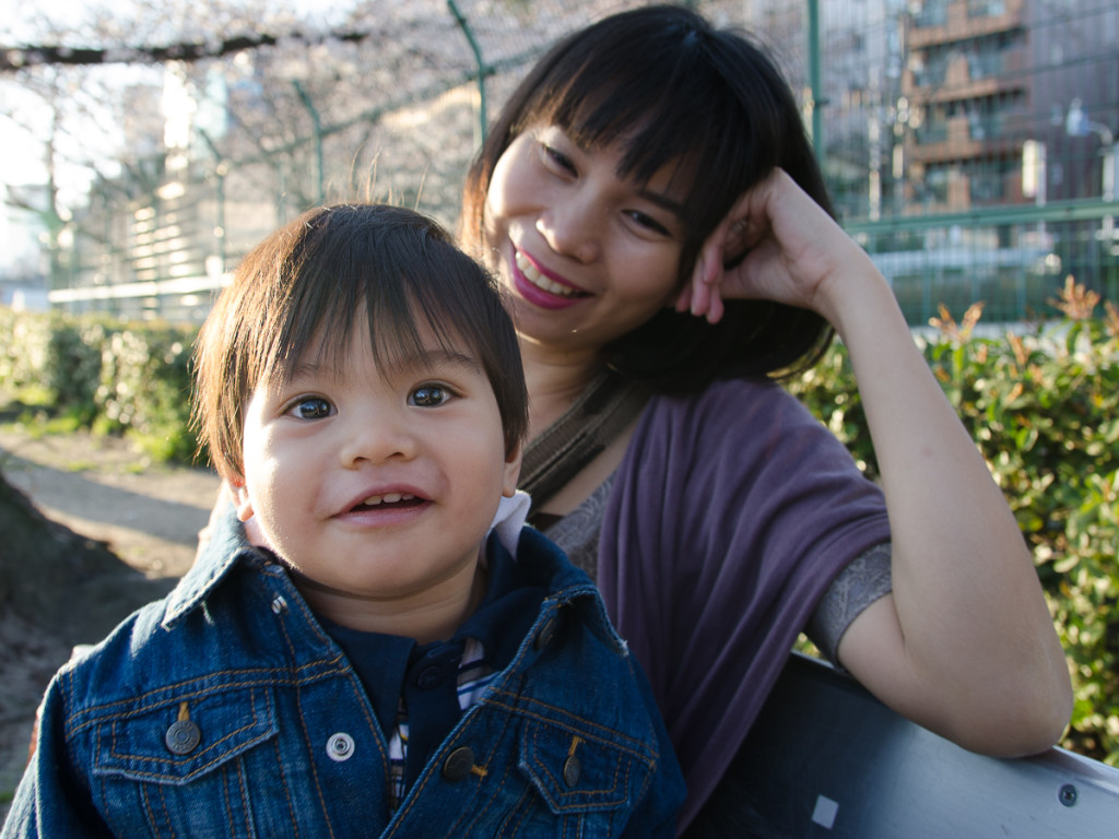 Mother and son Osaka, Japan (2015) ISO 100, f/4.5, 1/80sec